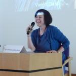 Dr. Christine Berenbeck, Mitglied des Ärztlichen Beirats, sorgt für Ordnung in den Fragerunden