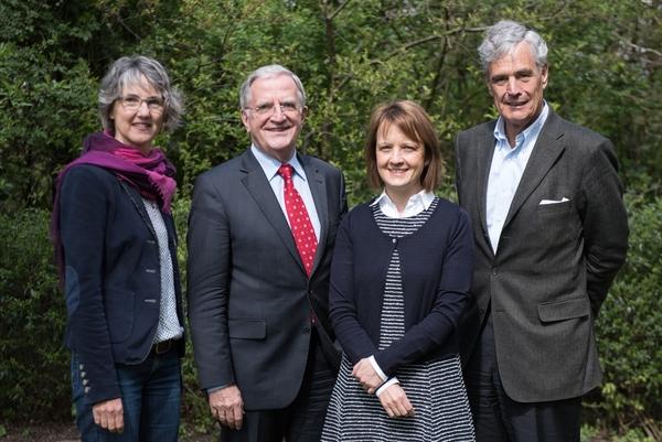 V.l.n.r.: Michaela Beier, stellvertretende Vorsitzende, Dr. Ludwig Linder, der neue Vorsitzende der DMSG Hamburg, Andrea Holz, Geschäftsführerin, Dr. Jörg Schlüter, der neue Schatzmeister